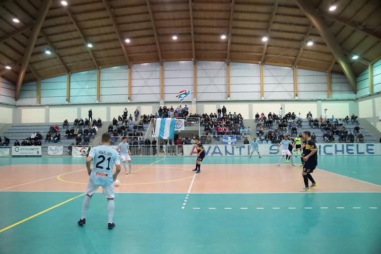 Un'azione del match Sammichele-Futsal Bisceglie (Foto Claudio Spada)