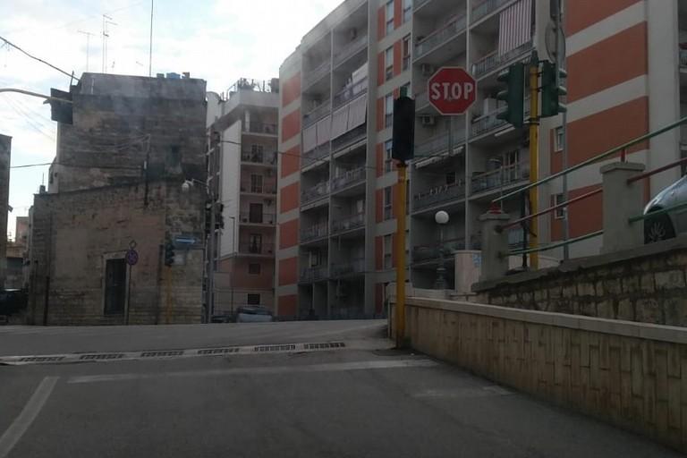 Semaforo spento all'incrocio fra via Pendio Misericordia e via Matteo Renato Imbriani