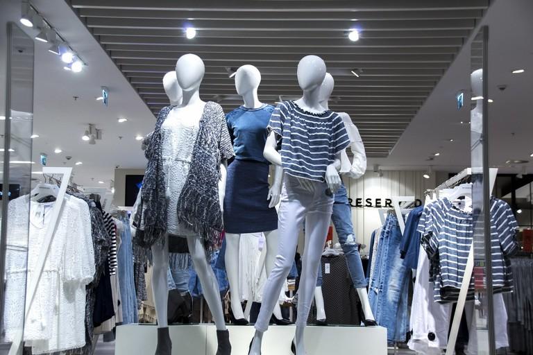 Vetrina in un centro commerciale (repertorio)