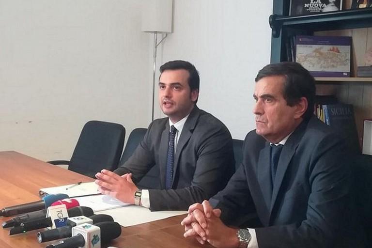 Il sottosegretario Sibilia e il Prefetto Sensi in conferenza stampa