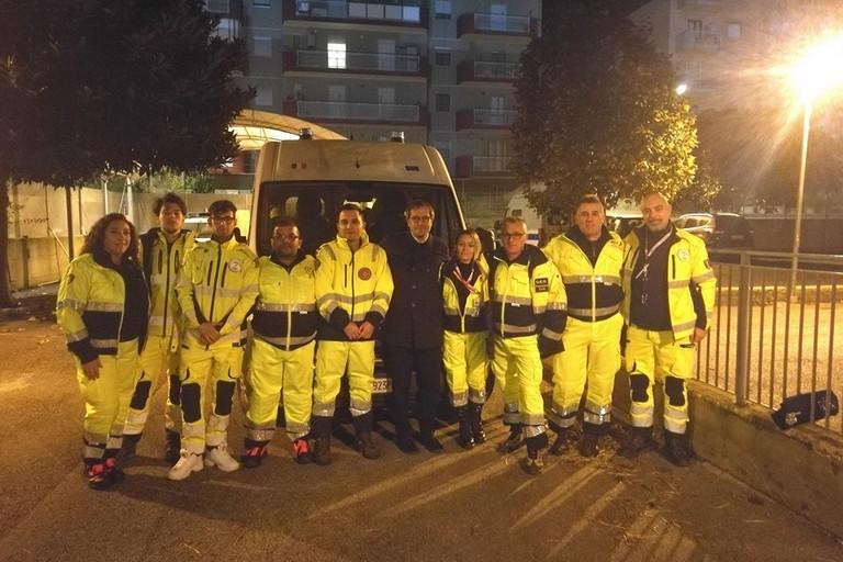 Il sindaco Angarano coi volontari in partenza per l'Albania