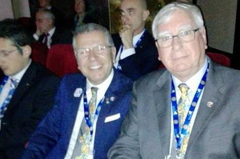 L'arch. Sinigaglia (a sx) con il Presidente Rotary International, Ian H. S. Riseley