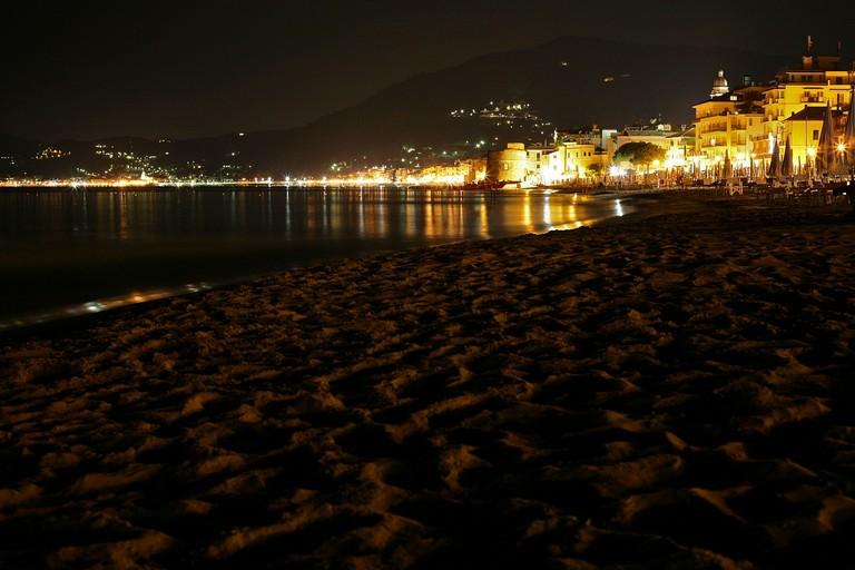 Spiaggia notturna