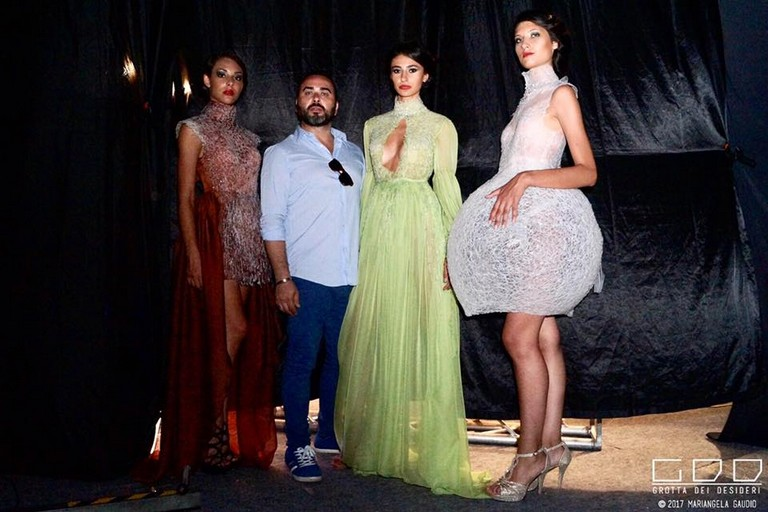 Lo stilista biscegliese Stefano Montarone con le sue modelle