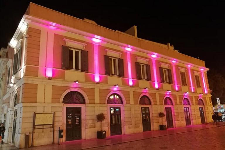 Teatro Garibaldi illuminato di rosa