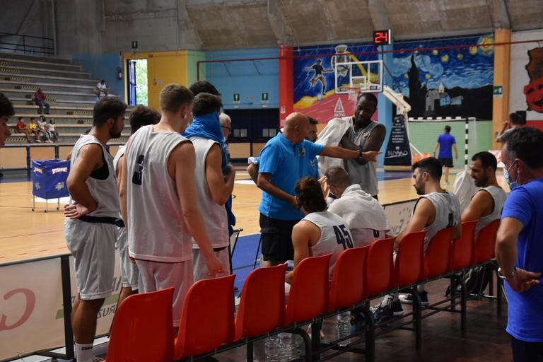 Lions Bisceglie, un timeout di coach Luciano Nunzi. <span>Foto Antonio Lopopolo</span>