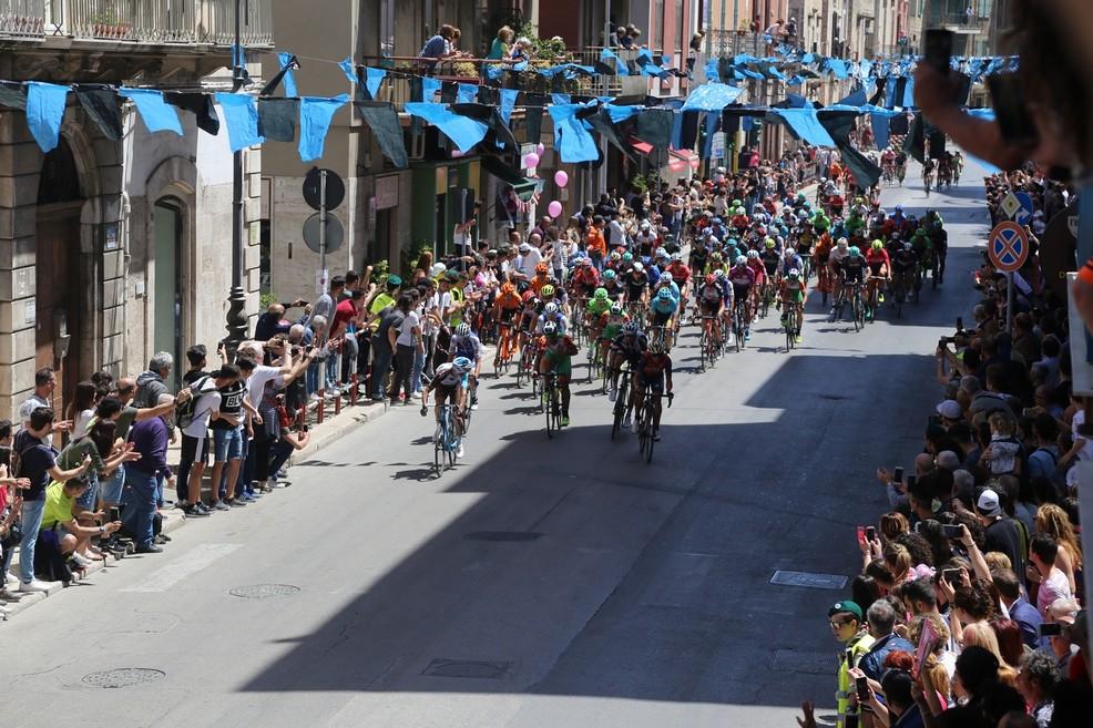 Il passaggio del Giro d'Italia a Bisceglie. <span>Foto Ignazio Ardito</span>