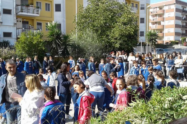 Originale festa dell'accoglienza presso la scuola di via Fani
