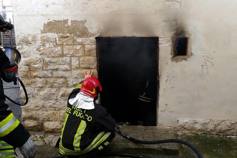 Bisceglie a fuoco un locale di vico labirinto - Idea casa bisceglie ...