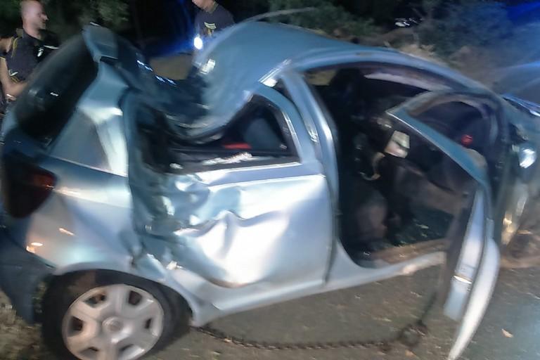 La Toyota Yaris che si è schiantata contro un albero